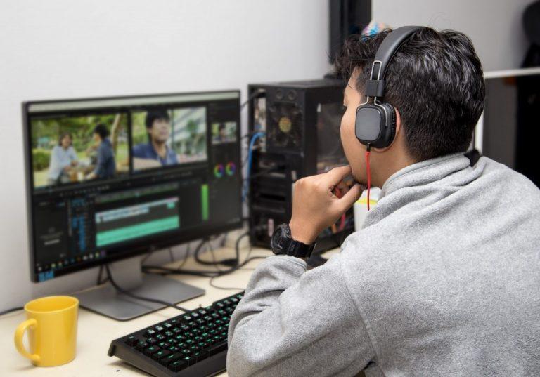 Video editor in headphones